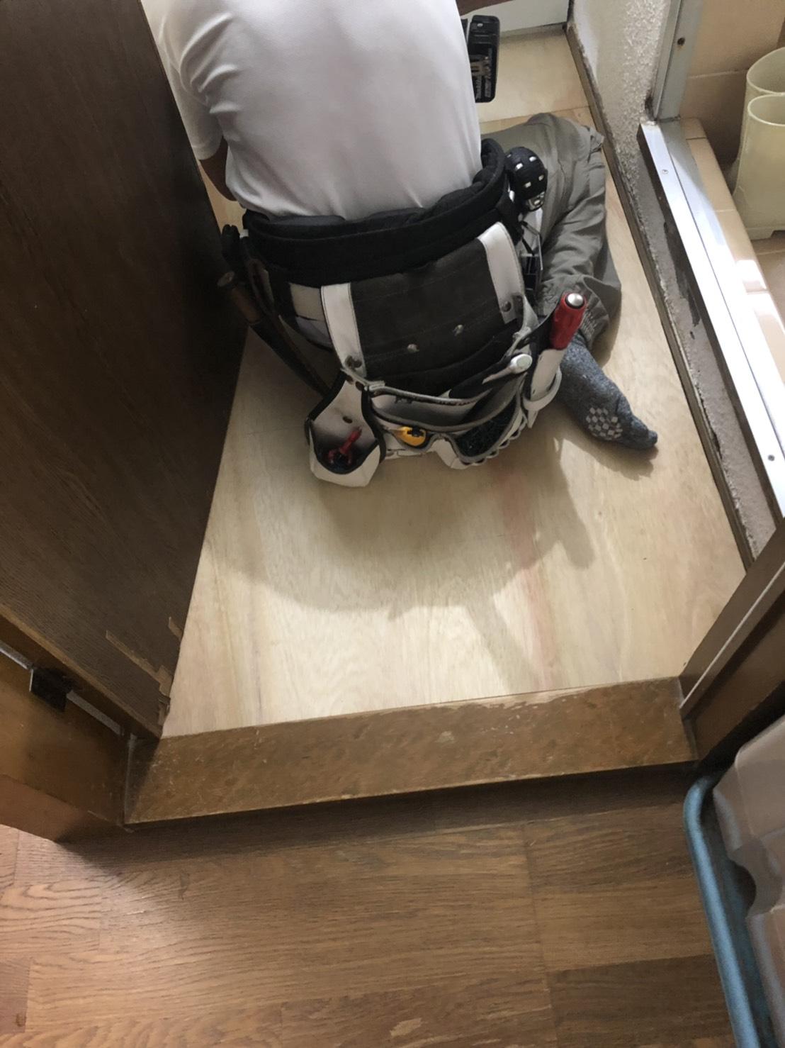 床の補修と波板貼替と樋掃除