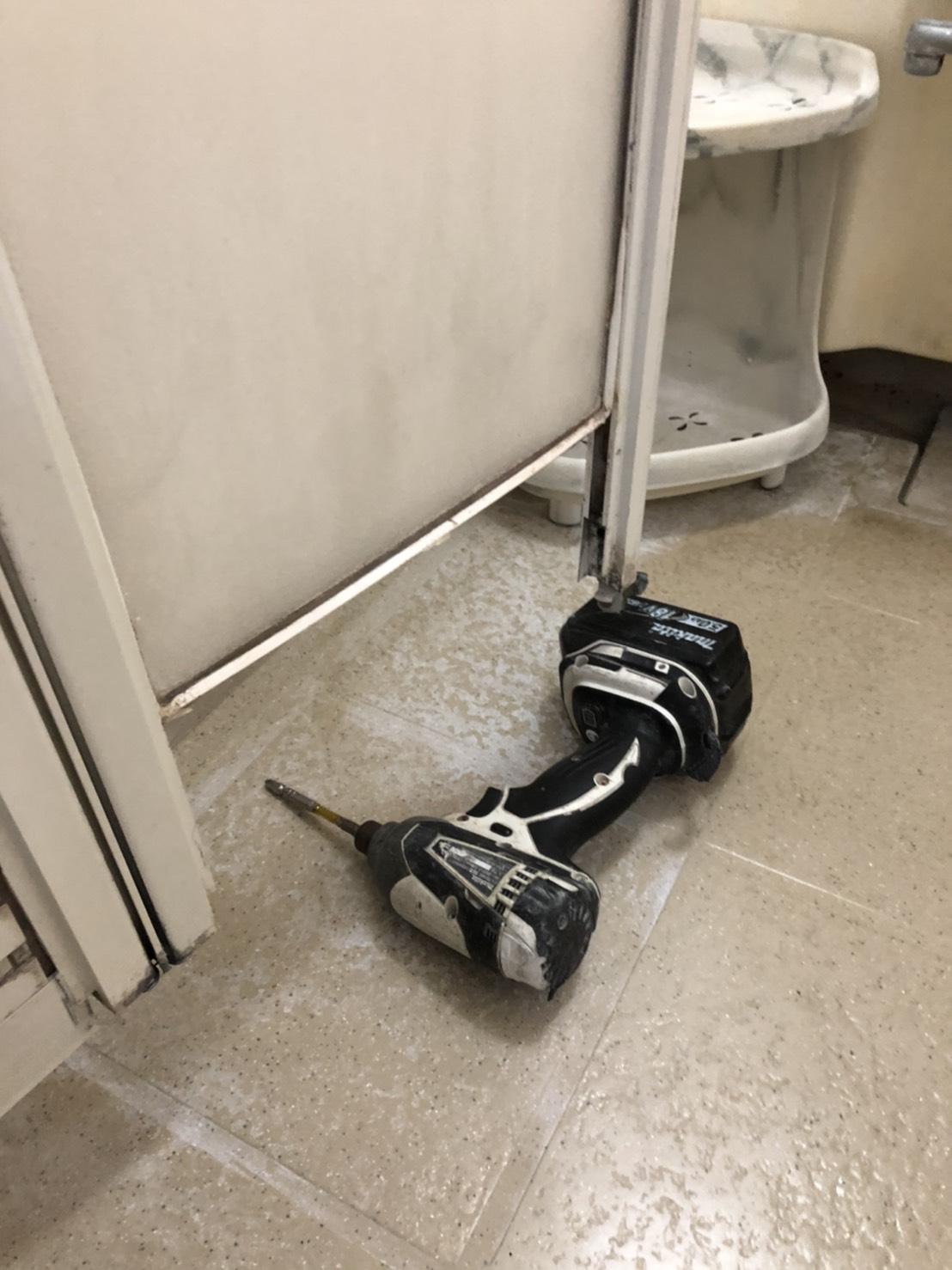 お風呂扉の修理