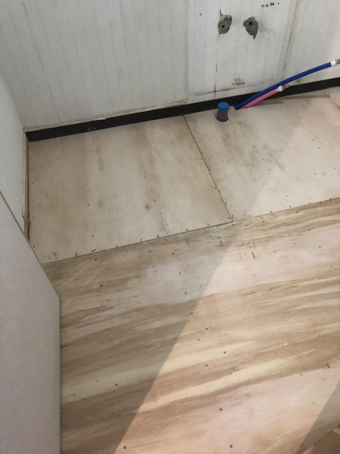 八尾市マンションリフォーム※キッチン下地工事完了※洗面室床補修工事